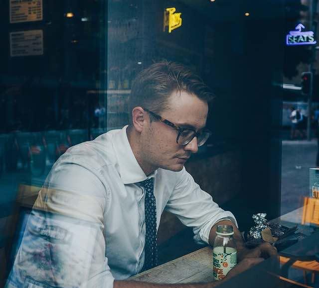 la mode et les lunettes au travail