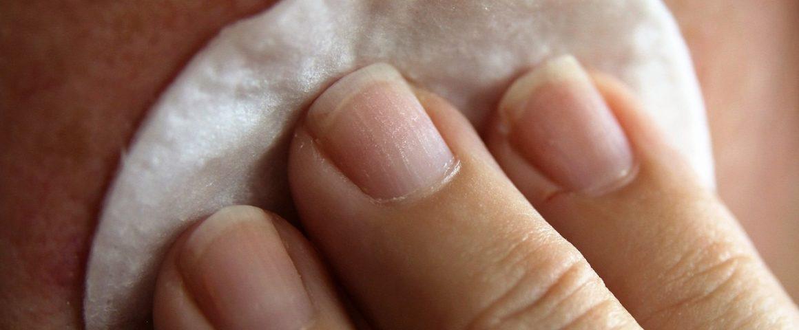 soigner l'acné avec l'eau colloïdale